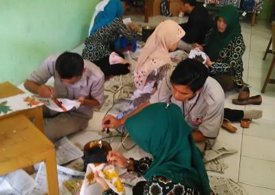 Suasana Belajar Membatik SMA ISLAM (3)