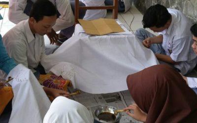 KEGIATAN MEMBATIK SMA ISLAM 1 GAMPING