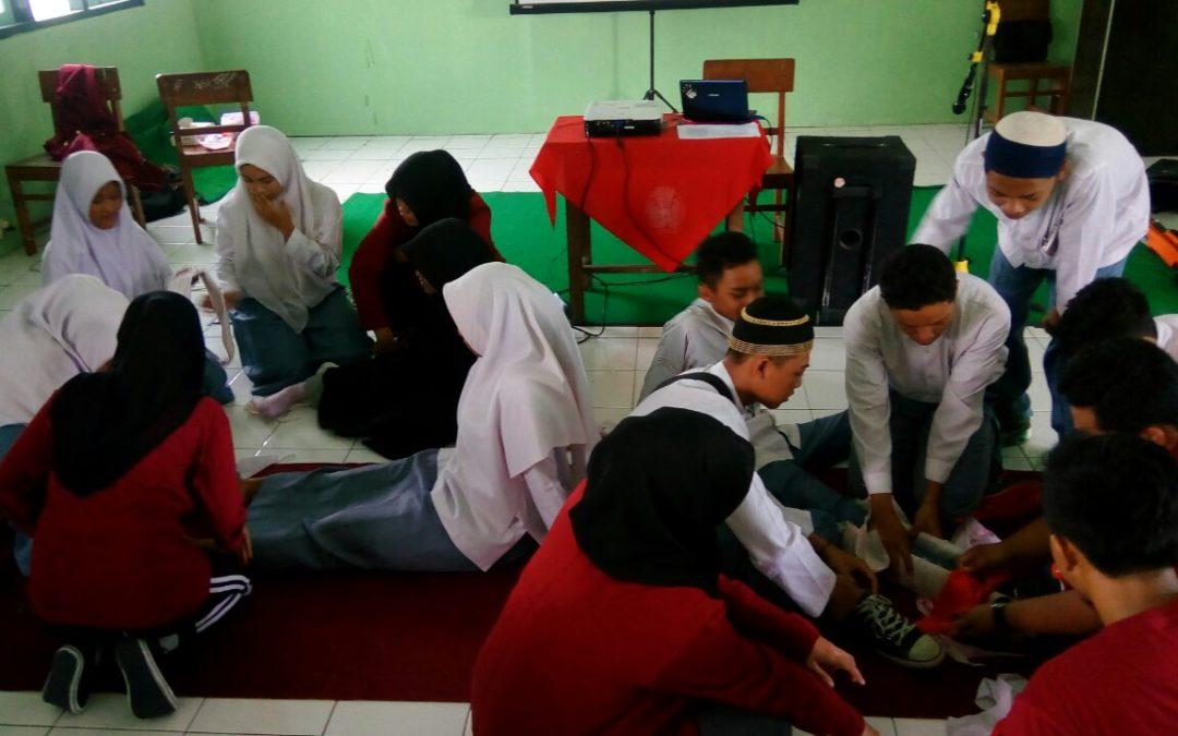 PELATIHAN PPGD SMA ISLAM 1 GAMPING